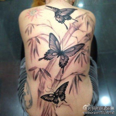 满背蝴蝶纹身图案