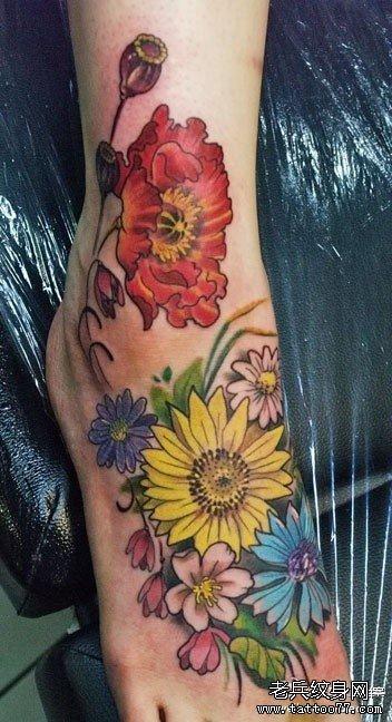水彩花朵纹身图案