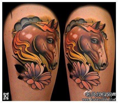 另类的手臂马纹身图案