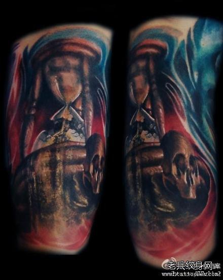 手臂红玫瑰纹身图案