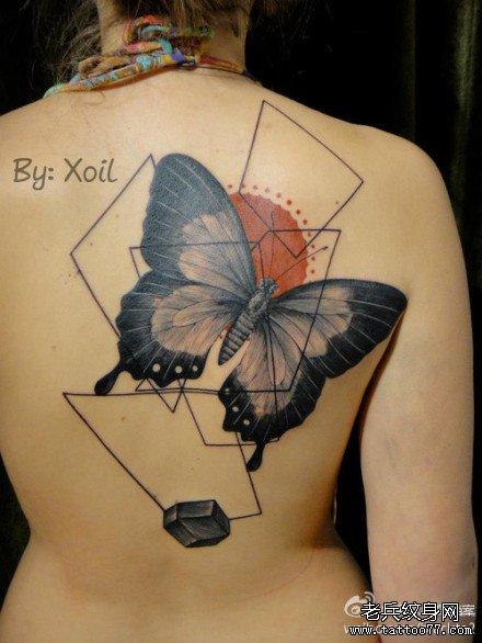 后背黑蝴蝶纹身图案