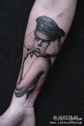 纹身图案 国外puma男模特手臂纹身 > 美女手臂纹身图片素材  美女手臂