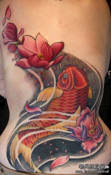 后背莲花与鲤鱼纹身图案