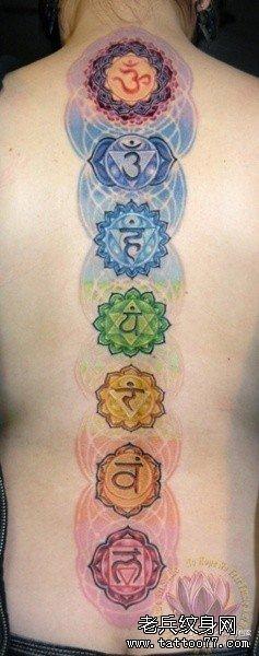 背部镂空梵文莲花纹身图案图片