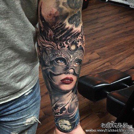 暂停播放         日本面具肖像纹身图案         腿部男肖像纹身图案