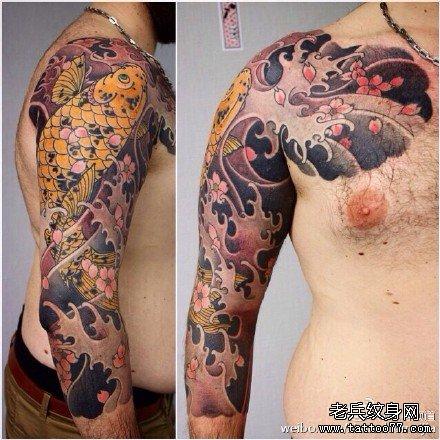 胳膊黄鲤鱼纹身图案-华丽的彩色半胛金蝉鲤鱼纹身图案图片