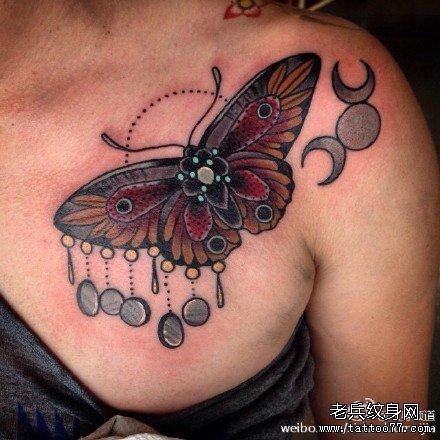 胸部蝴蝶纹身图案