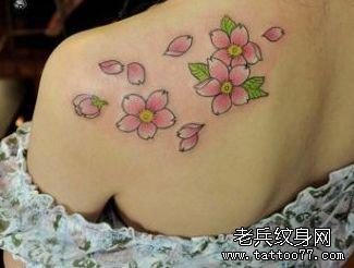 美丽的樱花纹身图案