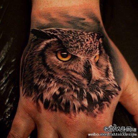 手臂猫头 鹰纹身 图案
