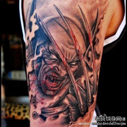 后颈部天使恶魔翅膀纹身作品由武
