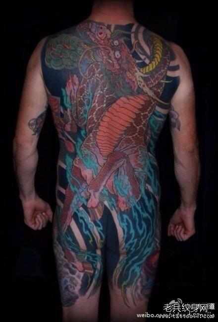 满背红龙马纹身图案