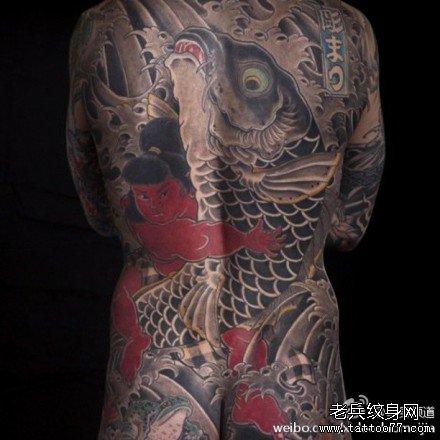 后背黑鲤鱼纹身图案图片