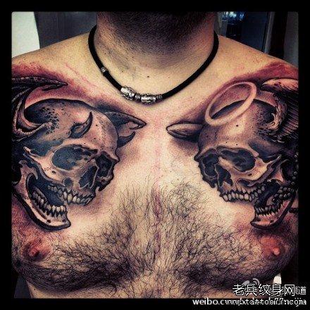 胸部天使骷髅与恶魔骷髅纹身图案