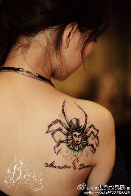 后背蜘蛛女纹身图案