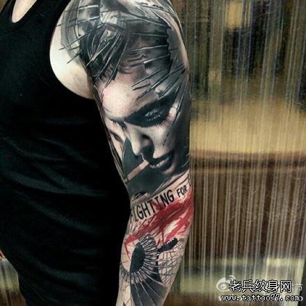手臂男肖像纹身图案