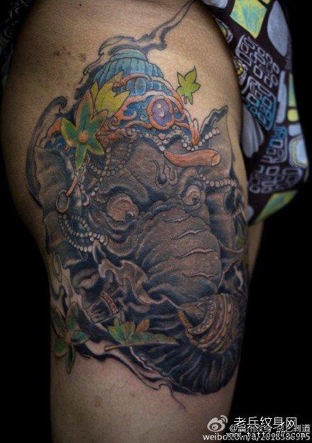腿部怒大象纹身图案