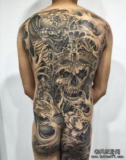 满背武器纹身图案