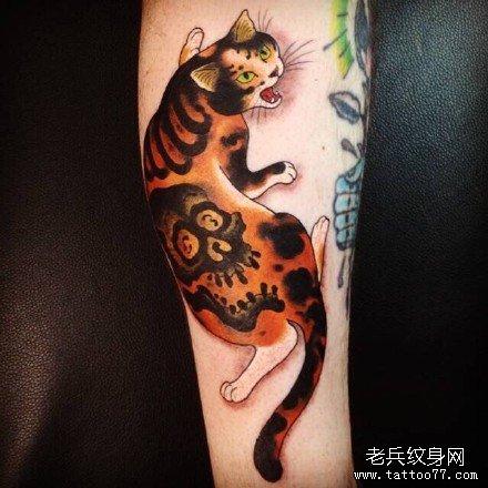 腿部可爱猫咪纹身图案