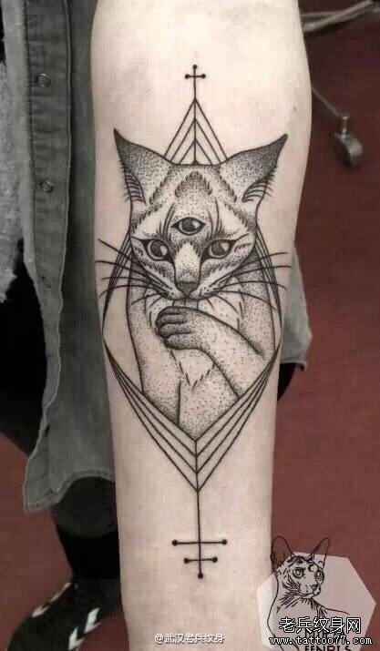 手臂三眼猫咪纹身图案 (417x715)