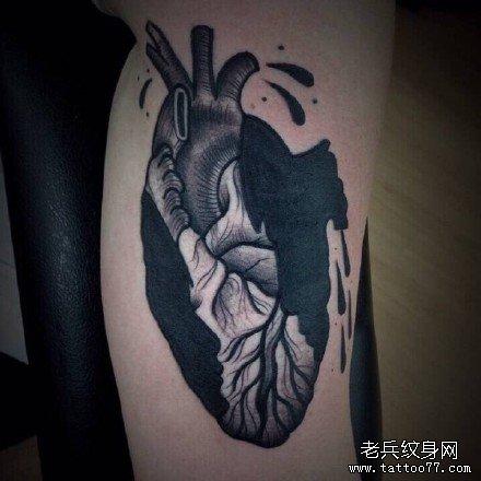 黑灰色莲花蛇纹身手稿