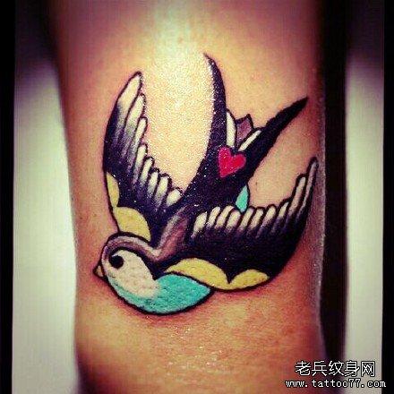 动物燕子纹身图案