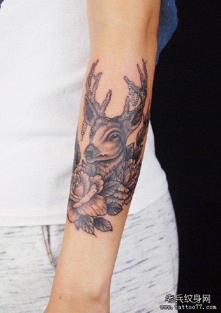 手臂鹿纹身图案图片