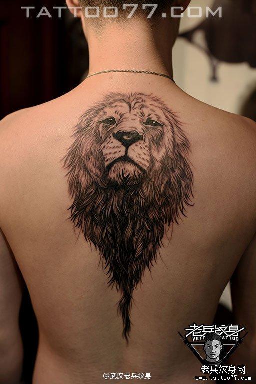 后背狮子刺青图案作品