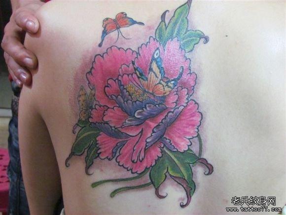 后背白牡丹花纹身图案