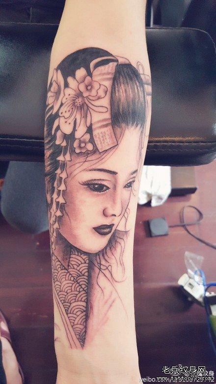 小腿纹身图案女图片