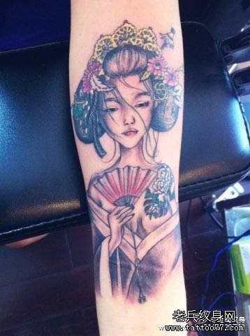手臂古代美女纹身图案