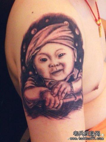 胳膊小孩肖像纹身图案