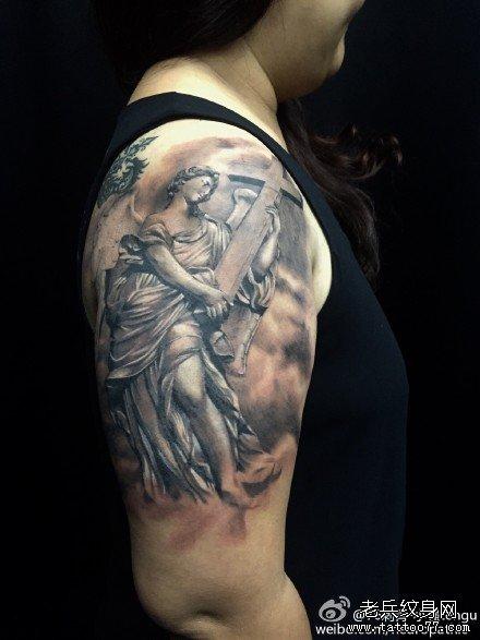 手臂邪恶男纹身图案