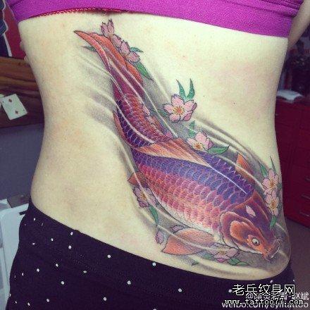手臂刀与鲤鱼纹身图案