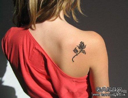 后背玫瑰图腾纹身图案