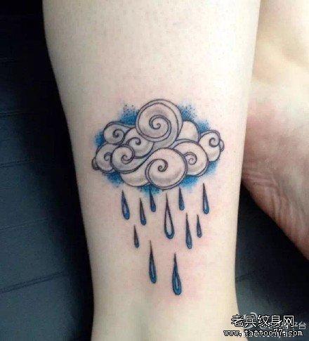 腿部雨云纹身图案图片