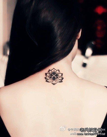 后背莲花图腾纹身图案