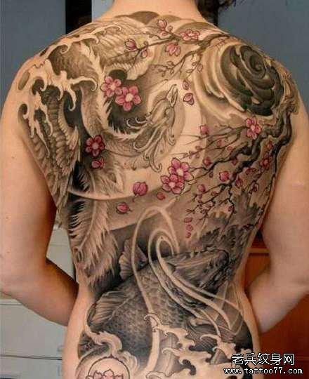 后背红鲤鱼纹身图案