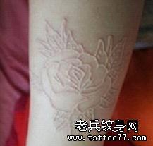 小清新的玫瑰镂空纹身图案