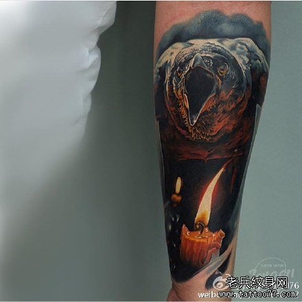 手臂的3d鹰纹身图案