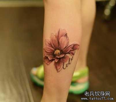 腿部小清新花朵纹身图案