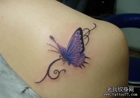翩翩飞舞蝴蝶纹身图案