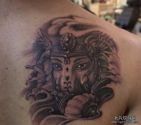 后背耶稣纹身图案