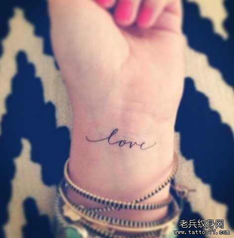 手臂小清新LOVE纹身图案