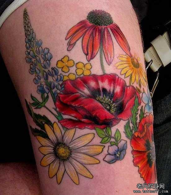 腿部大红花朵纹身图案