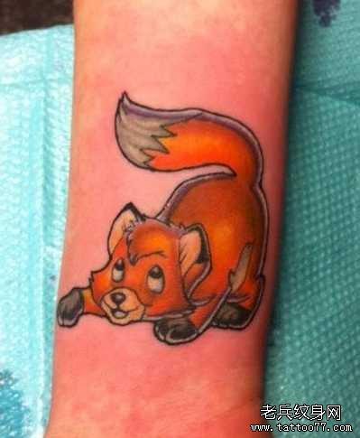 手臂可爱狐狸卡通纹身图案图片
