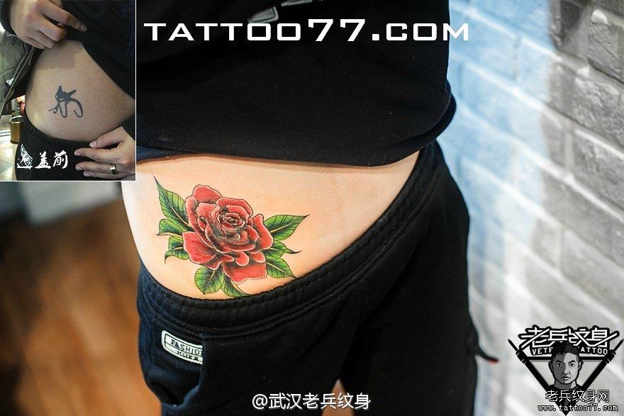 腰部玫瑰花刺青图案作品遮盖旧纹身