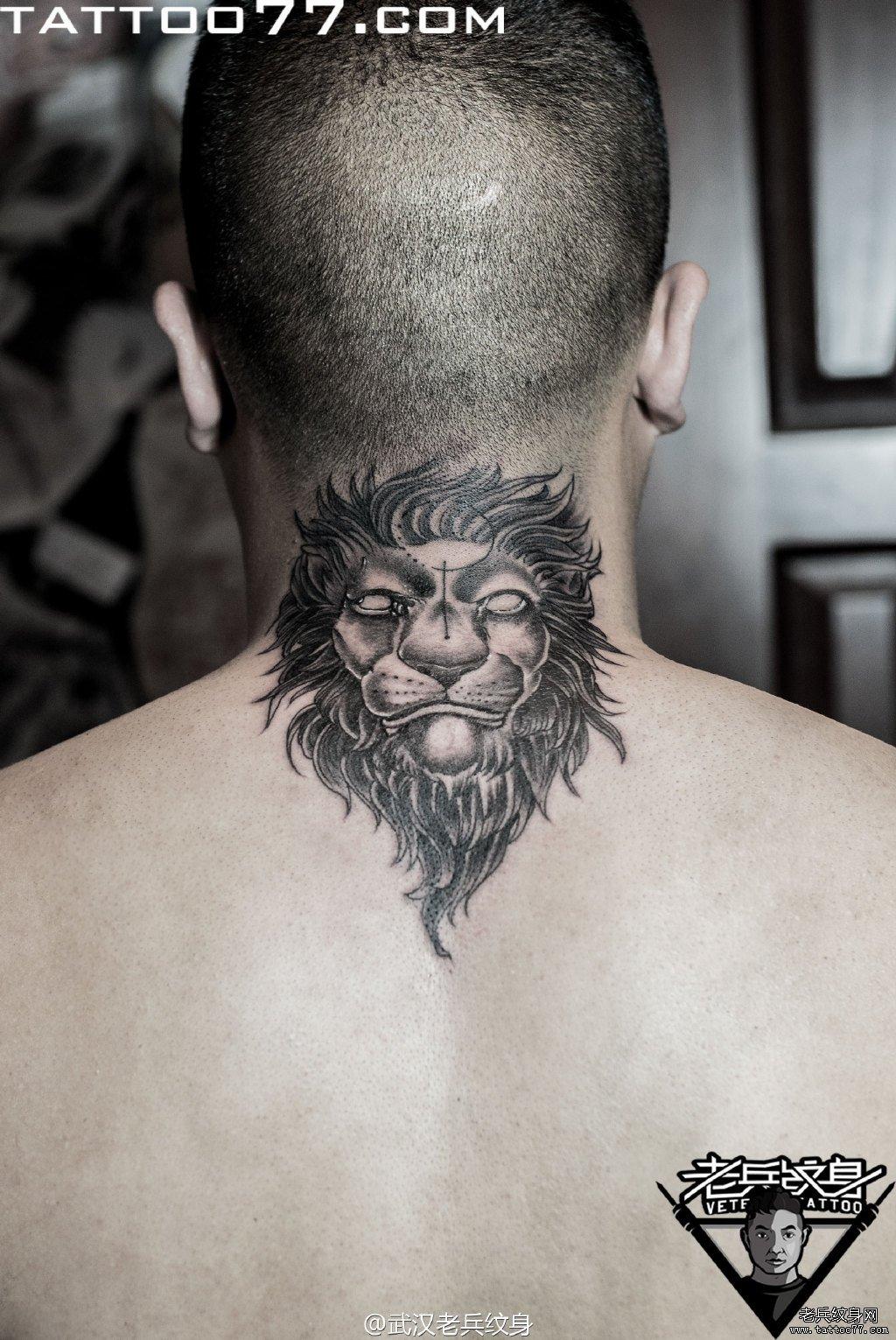 肩部的九尾狐纹身图案图片