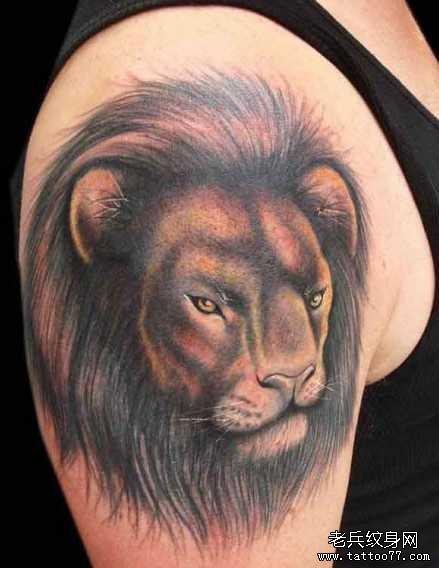 腰部狮子王纹身图案