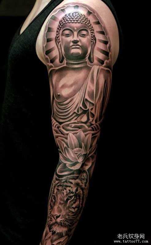 手臂经典潮流的花臂虚空藏菩萨纹身图案