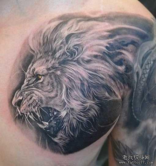 胸部狮子纹身图案